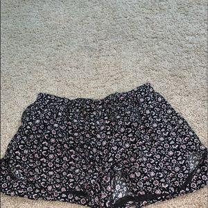 Brandy Melville flowered shorts ( women's )
